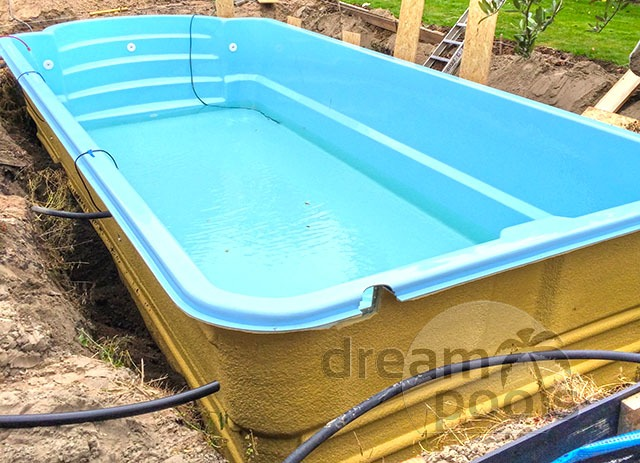 Dreampools fiberglass pool installation for Cost of swimming pool installation inground
