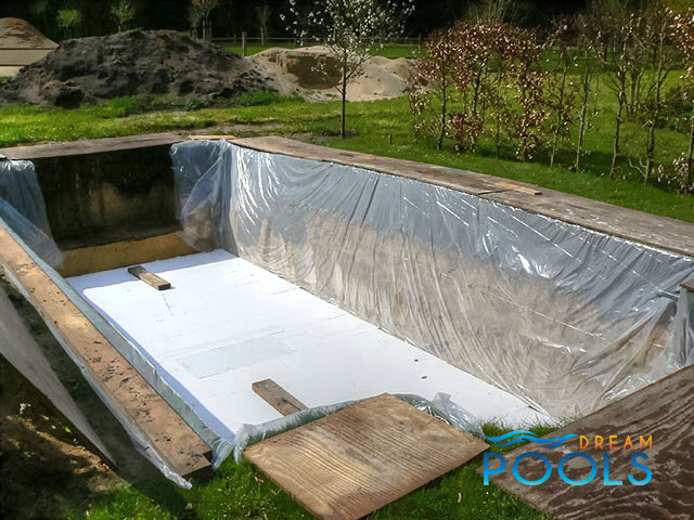 Dreampools fiberglass pool installation for Fiberglass pool installation